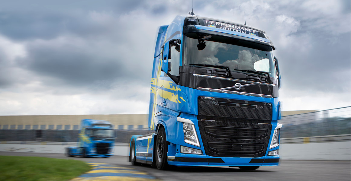 http://www.volvotrucks.ru/content/dam/volvo/volvo-trucks/markets/russia/specifications/images/viking-rightway/3-2324x1200.jpg/jcr:content/renditions/3-2324x1200-hero.jpg