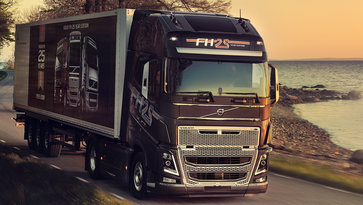 Volvo FH 25 Year Special Edition вблизи